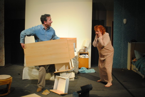 Bedroom farce for Farcical plays